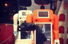 Будущее наступило: автомобиль сбил робота