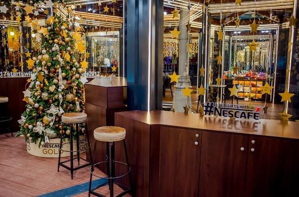 Фото 7 Nescafé открыл рождественский бар в центре Москвы