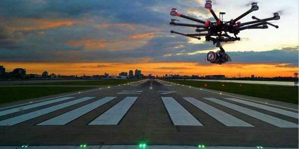 Фото 1 Дрон из Испании помогает самолетам при посадке
