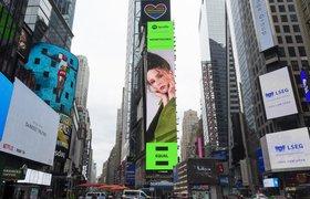 Монеточка захватила Таймс-сквер: Spotify разместил билборд с певицей в центре Нью-Йорка