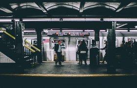 Ozon начнет выдавать заказы в метро