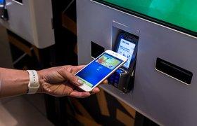 Российские банки внедряют технологию снятия наличных в банкоматах через Apple Pay и Samsung Pay