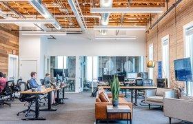 Миллениалы и зумеры хотят вернуться на работу в офис — исследование
