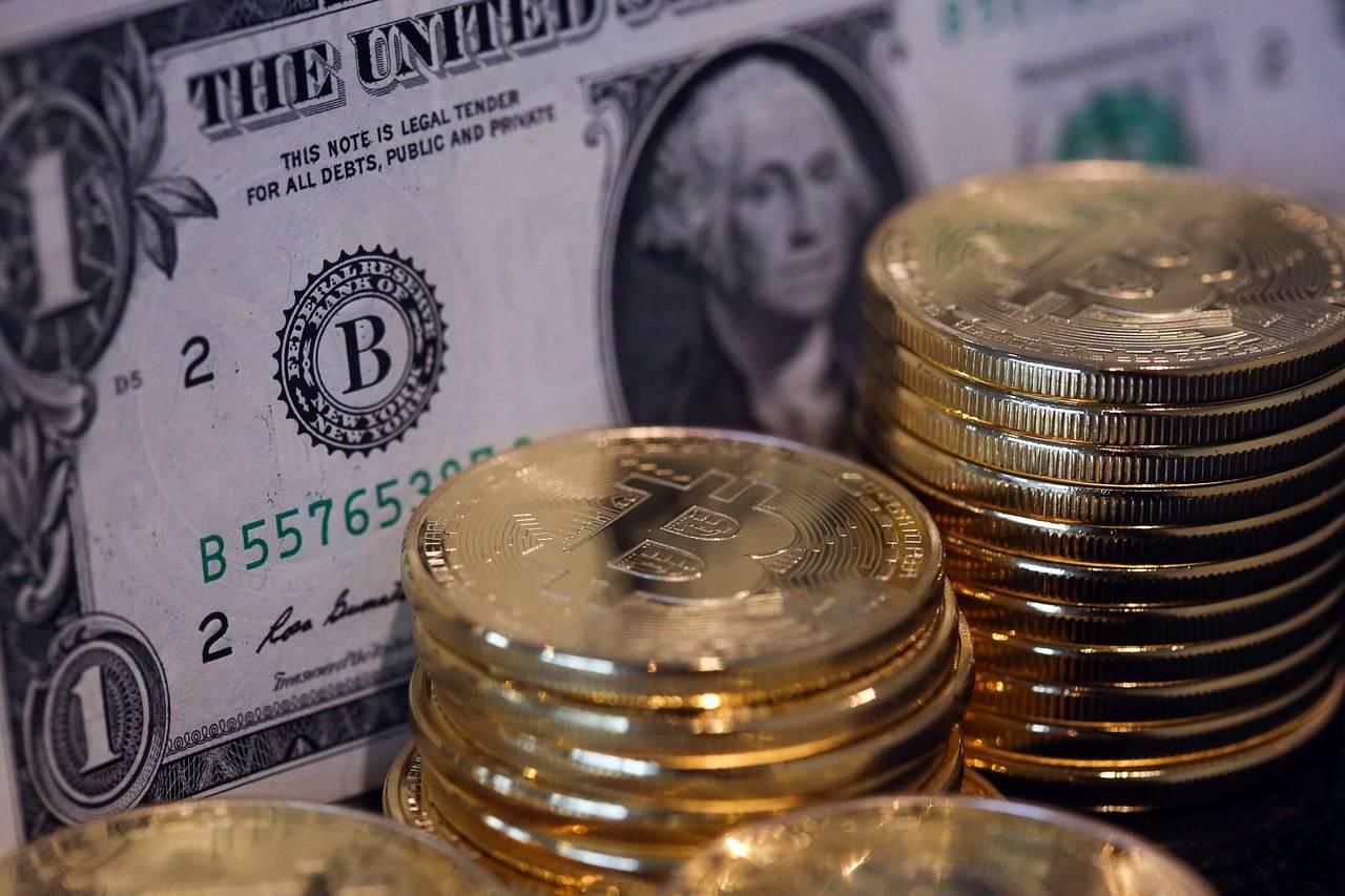 Курс биткоина впервые превысил $4000 и продолжает расти