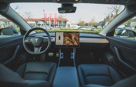 В машинах Tesla можно будет смотреть YouTube и Netflix