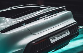 Электромобиль Porsche Taycan обошел по продажам флагманский спорткар Porsche 911