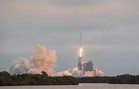SpaceX запустила первую партию спутников для системы глобального интернета