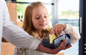 Детские банковские карты: Как они работают и кому пригодятся