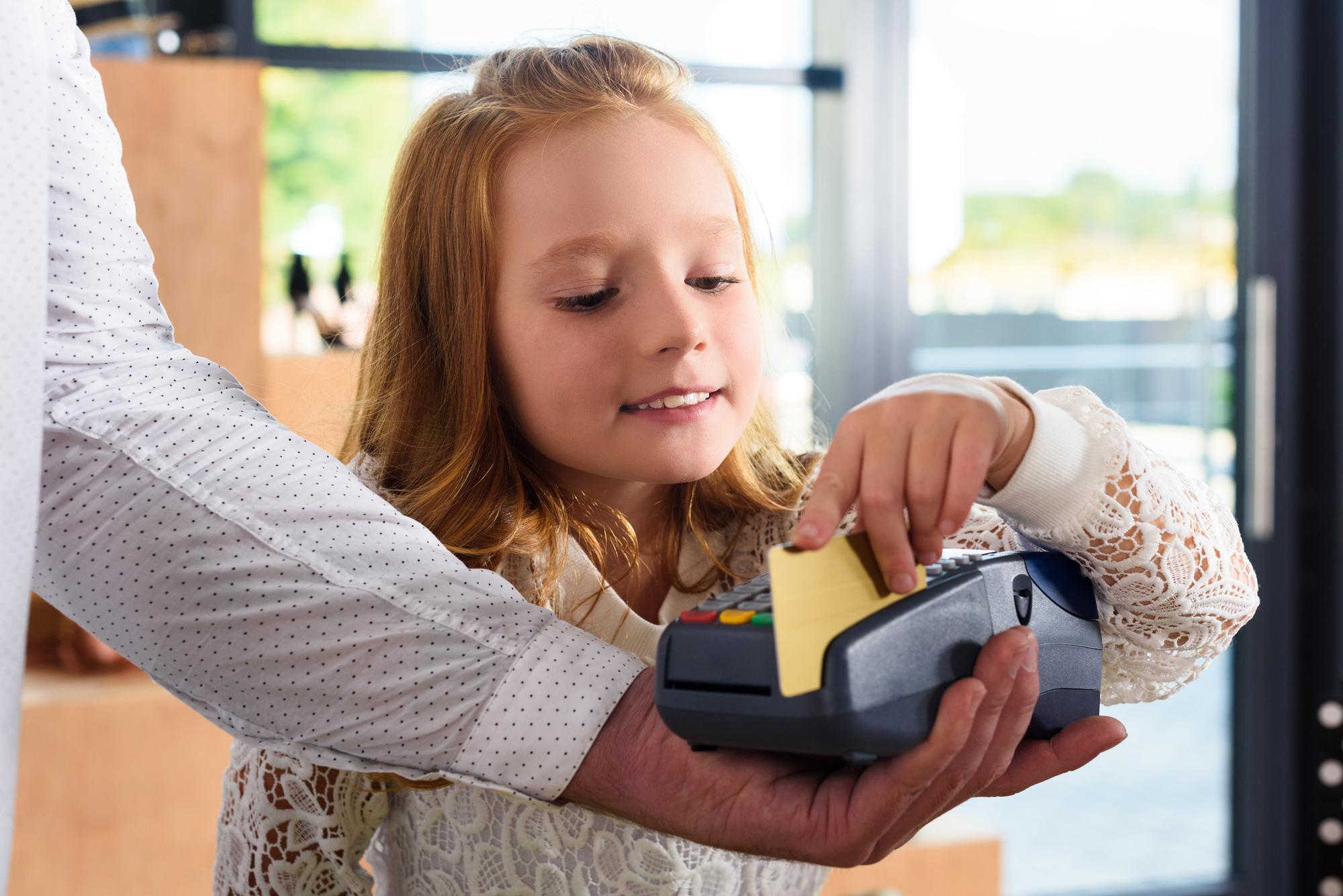 с какого возраста ребенок может получить кредитную карточку тест