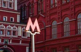 Артемий Лебедев посвятил дизайн новых кроссовок Asics московскому метро