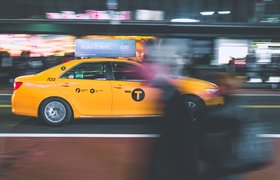 Венчурный фонд Сбербанка инвестировал в сервис по размещению рекламы на такси FireFly
