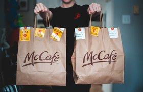 «Макдоналдс» начал продавать десерты и выпечку из своего кафе через «МакАвто»