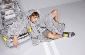 «Яндекс.Такси» и художник Гарри Нуриев выпустили совместную коллекцию одежды и аксессуаров