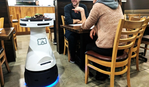 Бывший инженер Google сделал робота, который помогает официантам