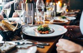 Короткое меню, дорогая еда и официанты в масках: как выглядит будущее ресторанной индустрии