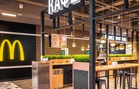 «Макдоналдс» открыл ресторан внутри магазина «Перекресток»