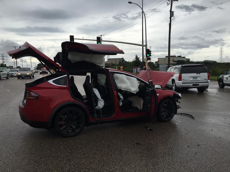 Спасибо Tesla за наши жизни и безопасность