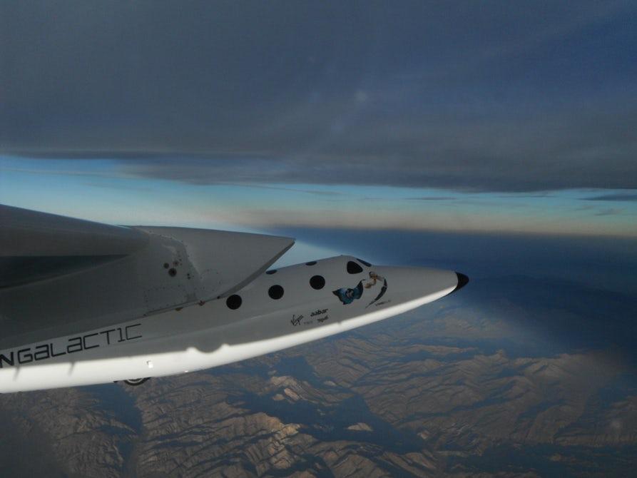 Компания Брэнсона успешно испытала космолет для туристов