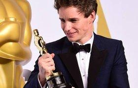 Стивен Хокинг поздравил Эдди Рэдмейна с «Оскаром»