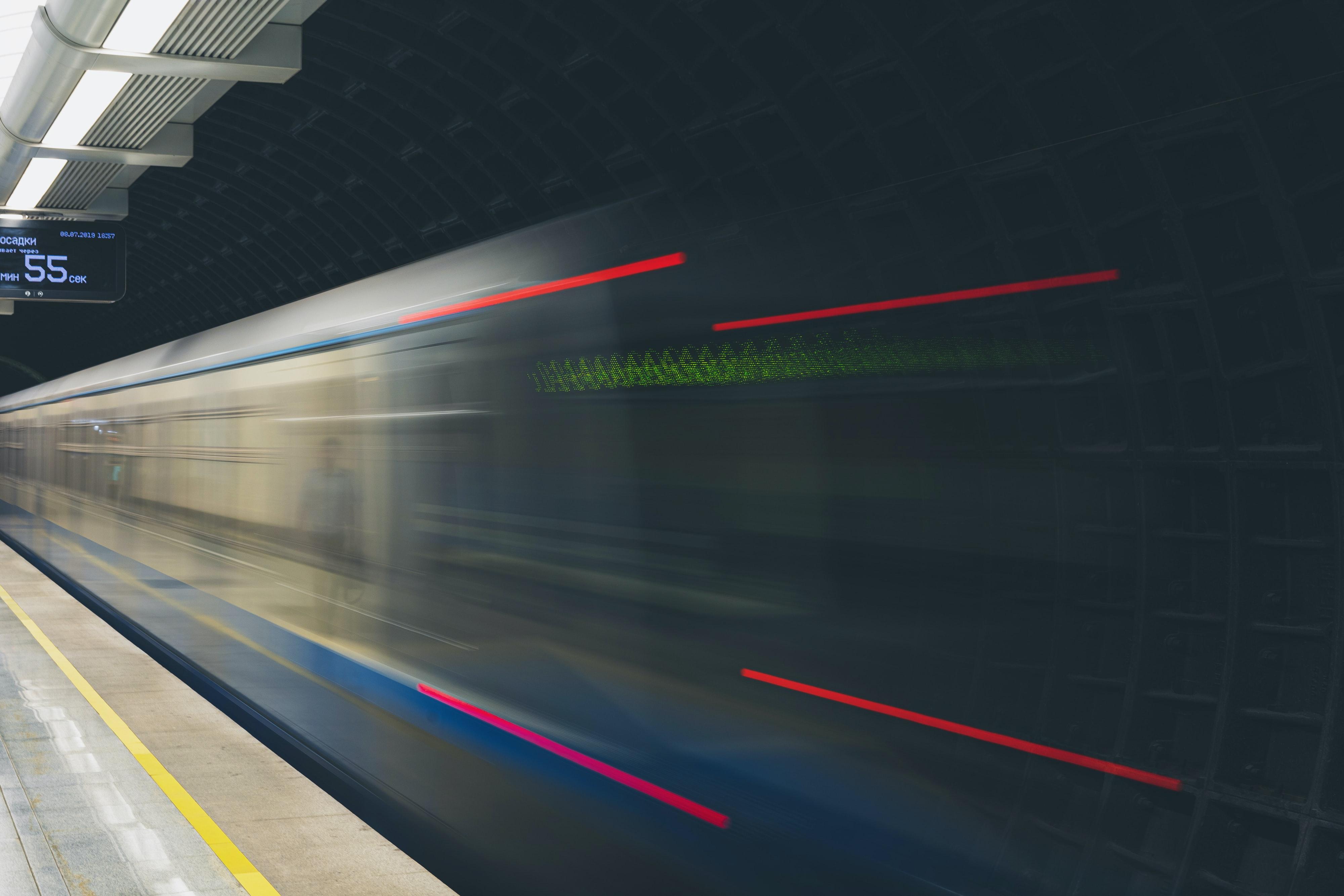 В московском метро установили голографические экраны