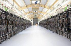 «Я словно оказалась внутри компьютера»: как выглядит гигантская майнинг-ферма в Исландии