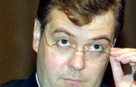 Медведев требует очистить все школы от пиратского ПО