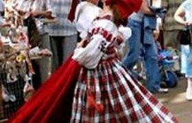 Продавцов сувениров в центре Москвы оденут в национальные костюмы