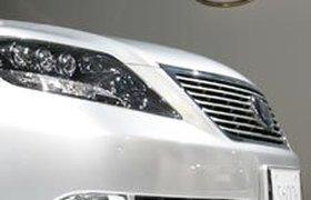 Lexus пополз за конкурентами