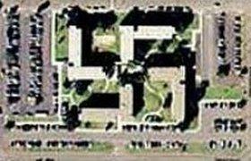 ВМС США срочно маскирует свою базу: оказалось, что она имеет форму свастики