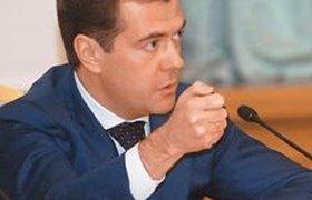 Запад увидел в Медведеве бархатную перчатку