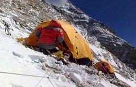Олимпийский огонь достиг вершины Эвереста. Фоторепортаж