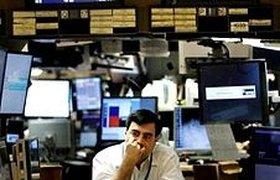 Пятничный обвал на Уолл-стрит продолжает толкать рынки вниз