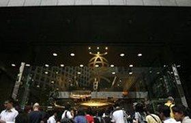 Паникующие вкладчики атаковали Bank of East Asia в Гонконге. Фотогалерея