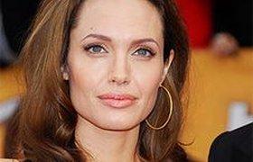 Последний докризисный рейтинг знаменитостей Forbes возглавила Джоли