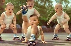 ТВ-реклама с младенцами на роликах стала интернет-сенсацией