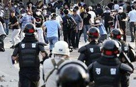В Южной Корее бастующий завод SsangYong взяли штурмом