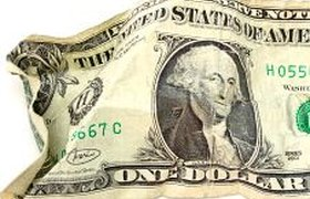 Рубль рухнул к евро до минимума за месяц