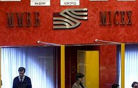 Рубль обвалился к доллару до двухмесячных минимумов