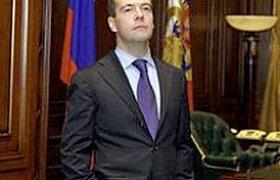 Медведев хочет сам решать, когда и зачем направлять войска за рубеж