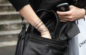 Переводные татуировки от Chanel