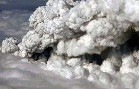 Великобритания закрыла воздушное пространство из-за извержения вулкана. ФОТО. ВИДЕО