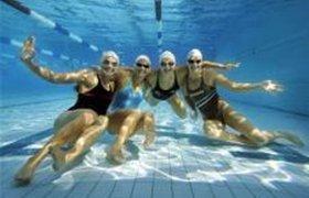 Австрийских пловцов просят не глотать воду в бассейнах