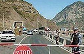 Туристы часами ждут прохождения границы Абхазии и России