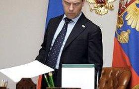 Медведев поручил изменить систему госзакупок