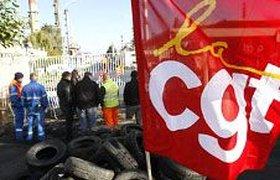 Демонстранты во Франции захватывают склады с топливом, блокируют вокзалы и аэропорты