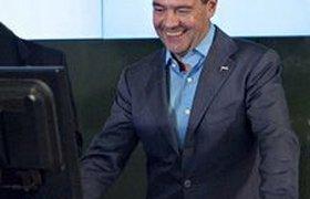 Медведев шокировал студентку журфака МГУ, поздравив ее с Днем рождения. ВИДЕО