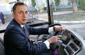 Вице-премьер Украины врезался в машину ГАИ, находясь за рулем автобуса. ФОТО