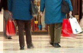 """В период """"новогодней лихорадки"""" россияне больше всего потратят на одежду и еду"""