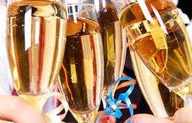 Главный нарколог разрешил россиянам выпить в новогоднюю ночь 150 мл водки
