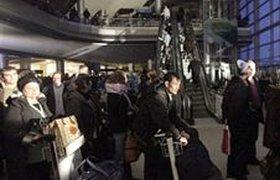Бунт в аэропортах Москвы: пассажиры не могут вылететь третьи сутки. ВИДЕО
